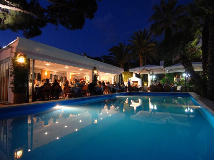 Hotel Terme Colella la piscina notturna