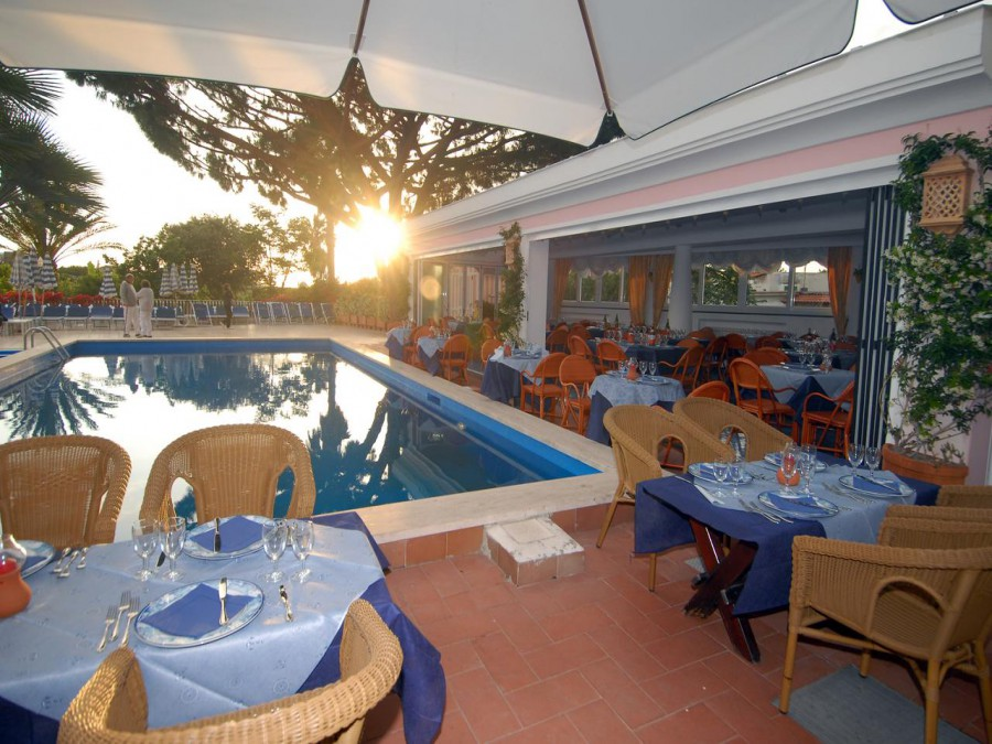 Hotel Terme Colella  la piscina scoperta
