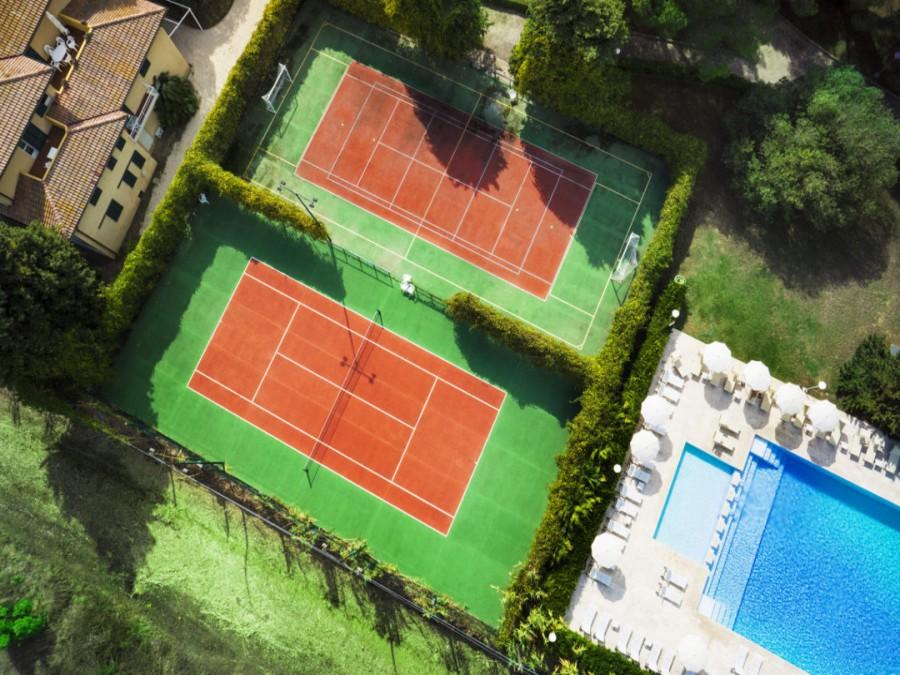 Campi da Tennis con piscina