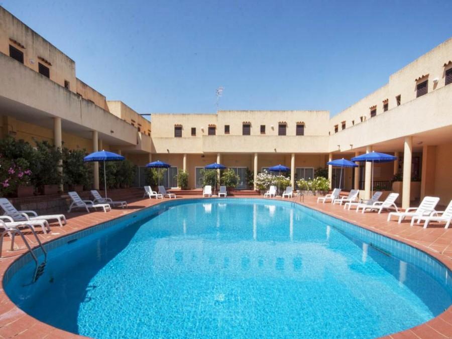 Piscina del Blu Hotel Laconia Village