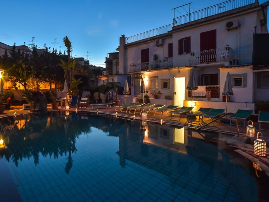 Foto serale piscina Charme Hotel Terme Villa Tina