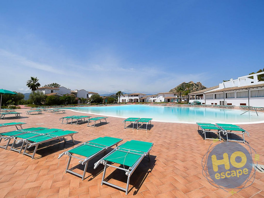 Marina Torre Navarrese Beach Resort la piscina