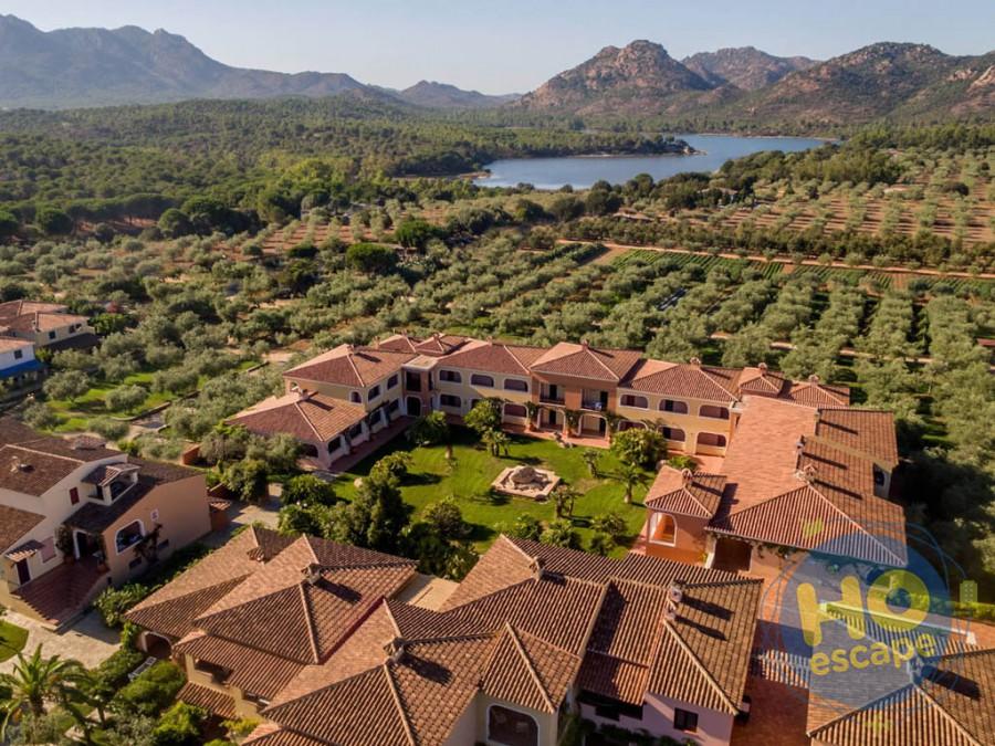 I Giardini di Cala Ginepro Hotel Resort Il Resort foto dal drone