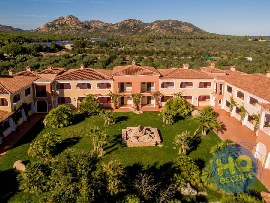 I Giardini di Cala Ginepro Hotel Resort La Struttura in uno scatto del Drone