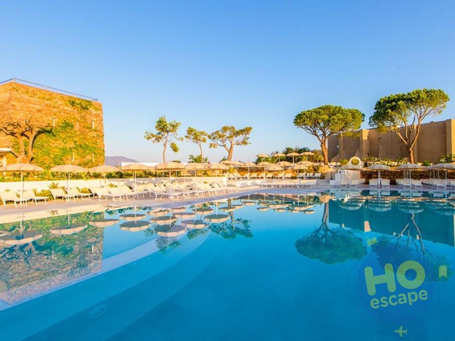 Pollina Resort Piscina a sfioro con acqua di mare e area riservata ai bambini