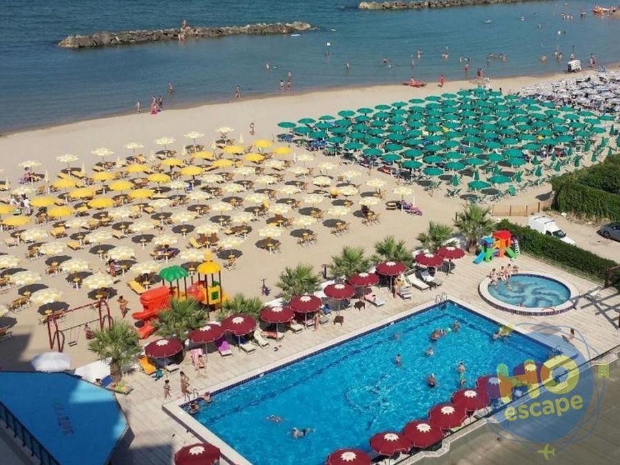 Club Esse Mediterraneo Foto Panoramica Piscina e Spiaggia