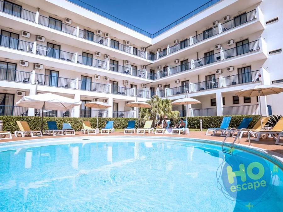 Ticho's Hotel La Piscina