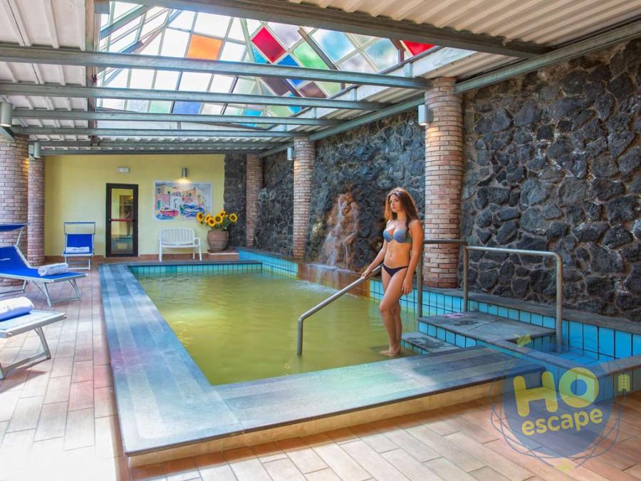 Hotel San Valentino Terme  piscina coperta a 32° C collegata alle vasche Kneipp.