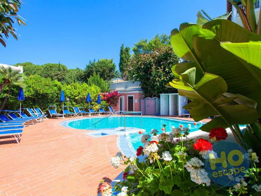 Hotel San Valentino Terme Il giardino e la piscina scoperta