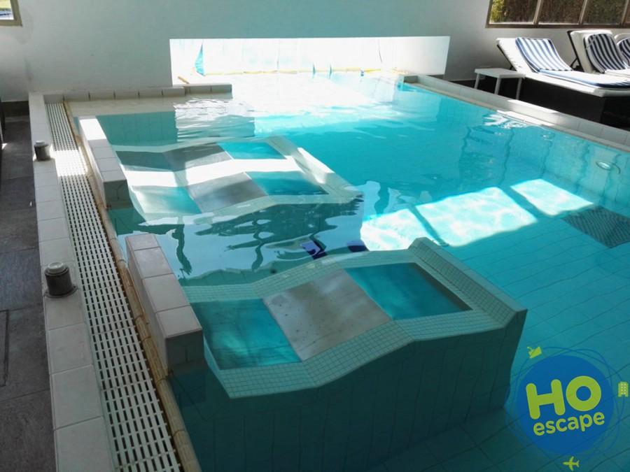 Lettini idromassaggio piscina interna Hotel Terme Milano