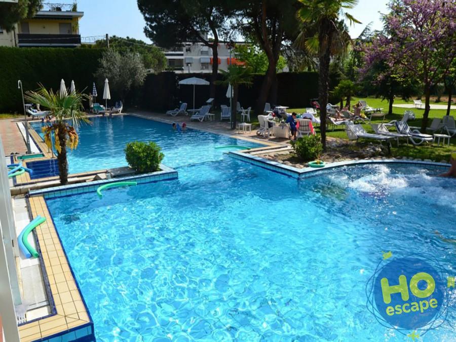 Piscina Esterna Hotel Terme Milano