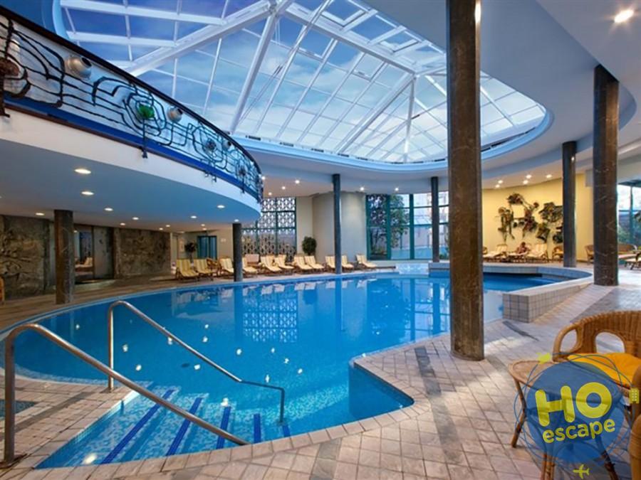 Piscina interna Hotel Bristol Buja
