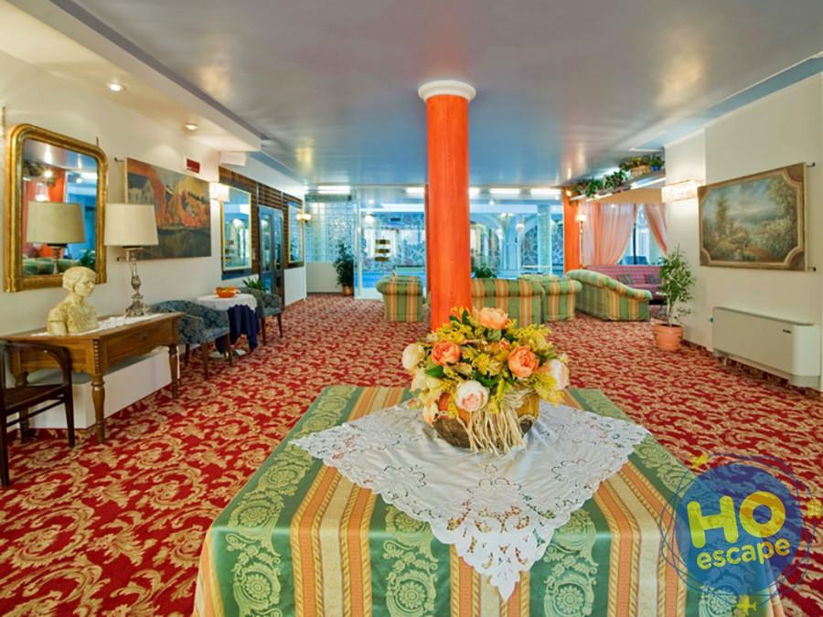 Hall Hotel Ferrari