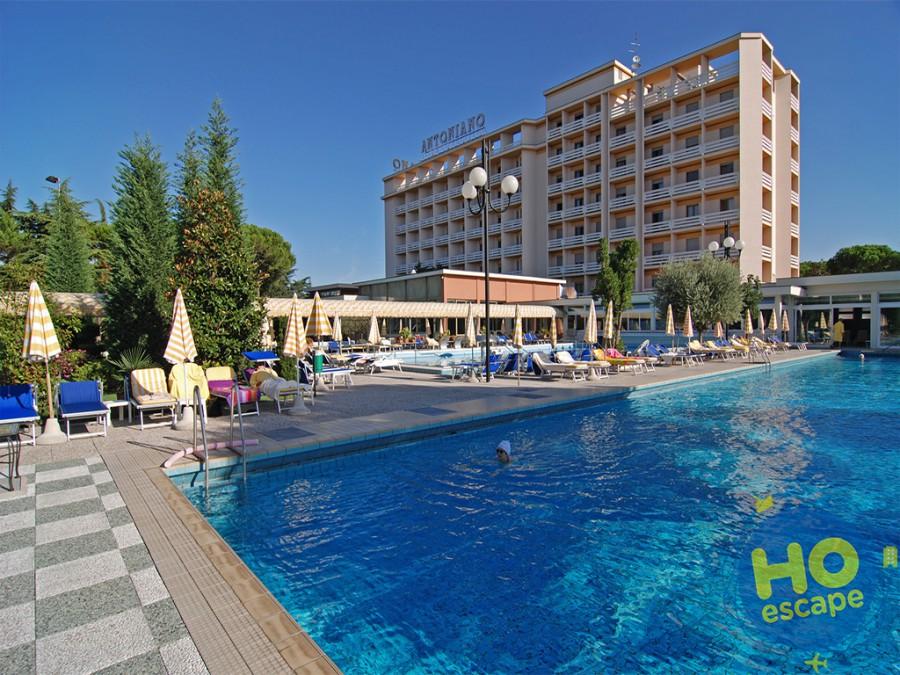 Piscina esterna di giorno Hotel Terme Antoniano